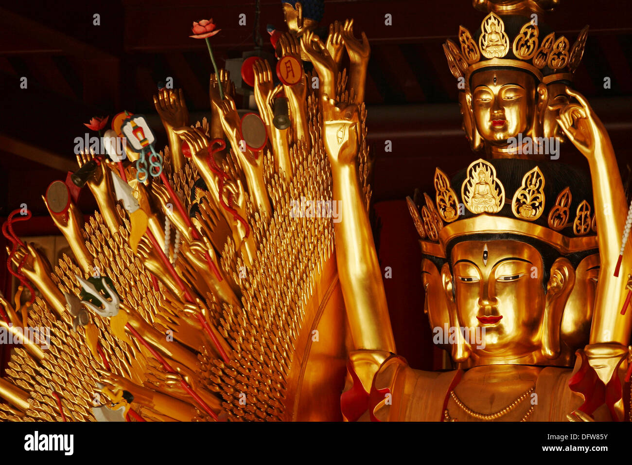 Avalokitesvara Buda Guan-Yin, con mil manos y ojos, Templo Budista Internacional, Richmond, Canadá Foto de stock