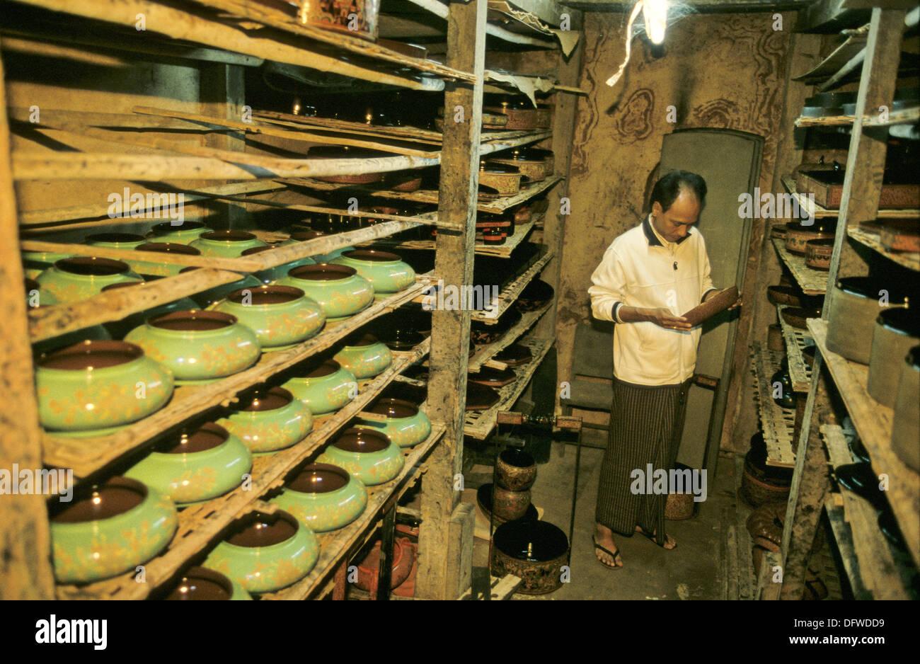 39d9634f3a64 Yaung Shwe La fábrica de artículos de laca bodega de secado. Myin Kaba