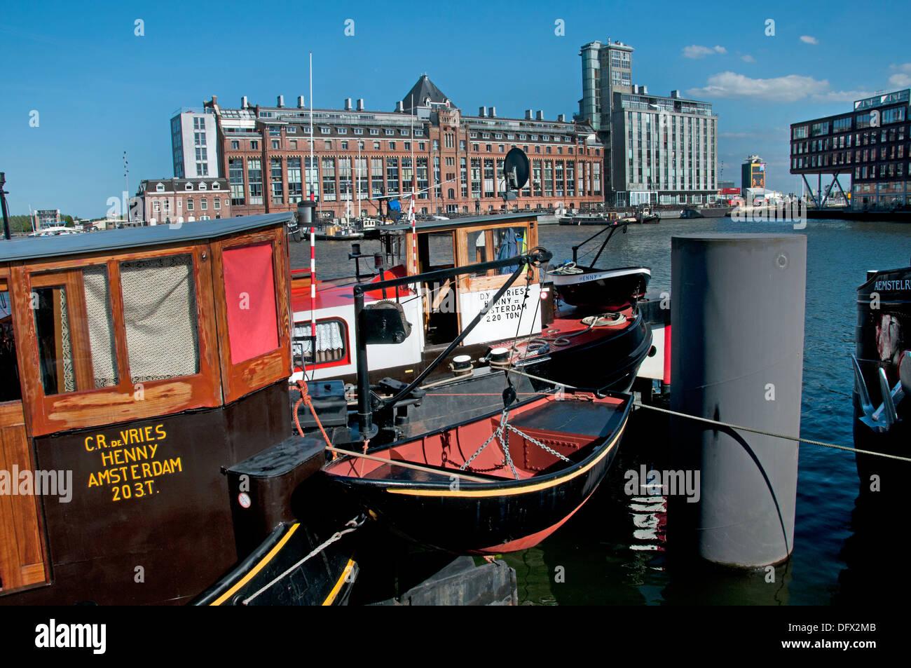 Amsterdam, Países Bajos la arquitectura moderna Apartamentos en Westerdoksdijkand entre Oude Houthaven IJ y puerto de canal Imagen De Stock