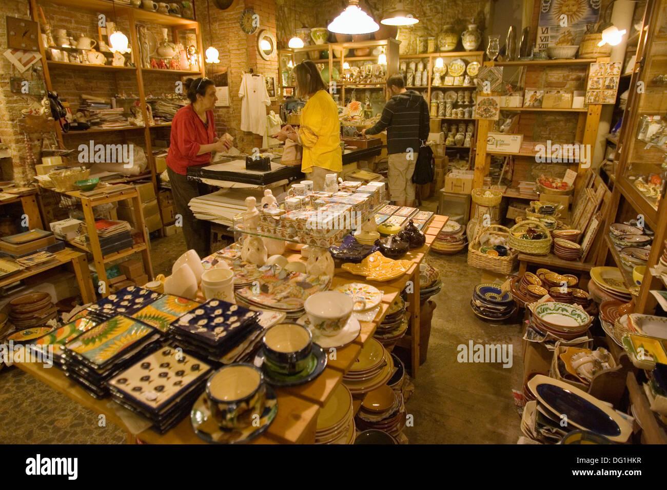 39 1748 39 tienda de artesan a cer mica carrer montcada - Artesania barcelona ...