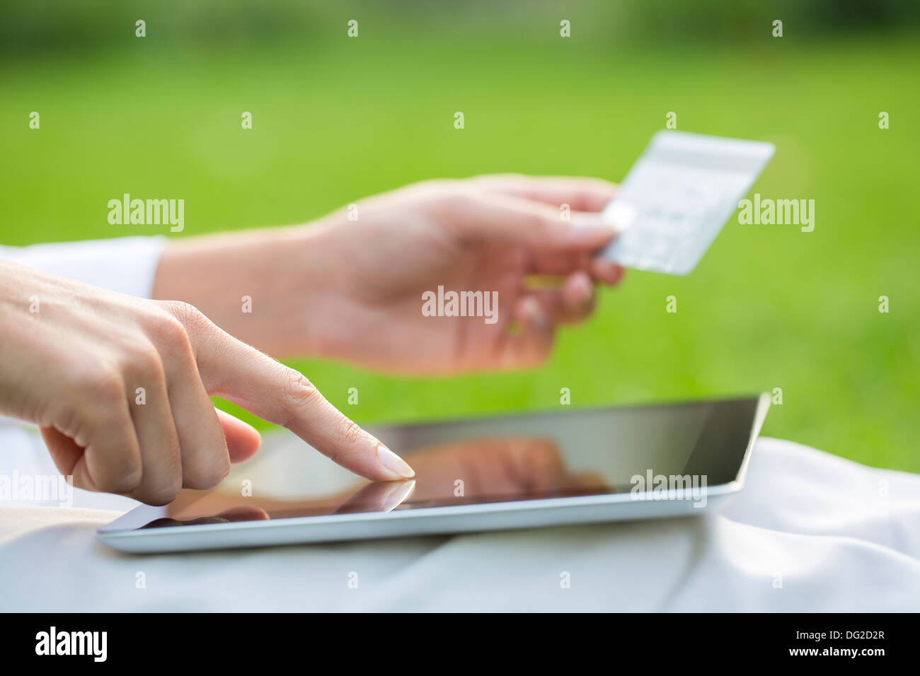 Equipo exterior femenino dedo web tarjeta de plástico Imagen De Stock