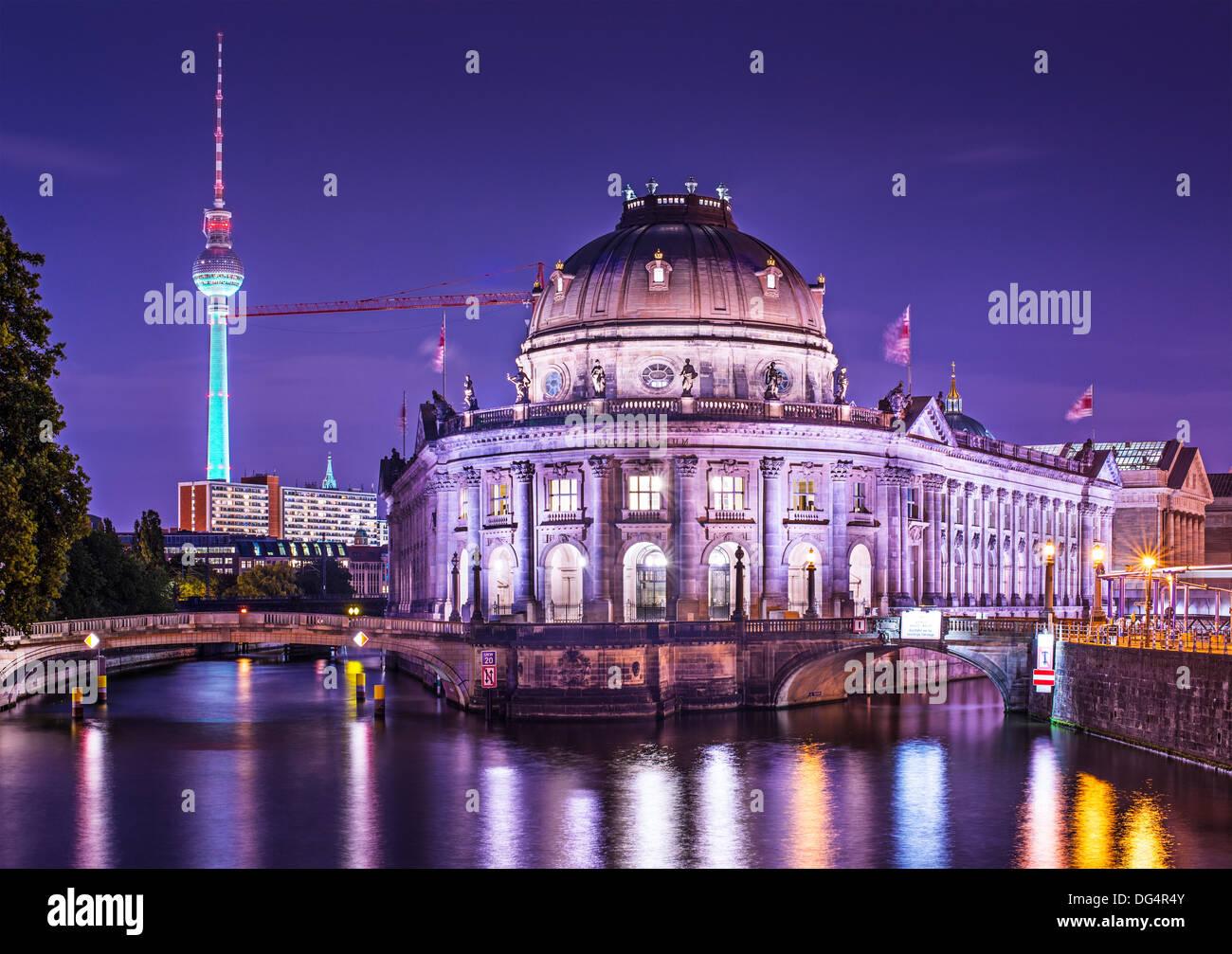 La Isla de los museos y la Torre de Televisión de Berlín, Alemania. Imagen De Stock