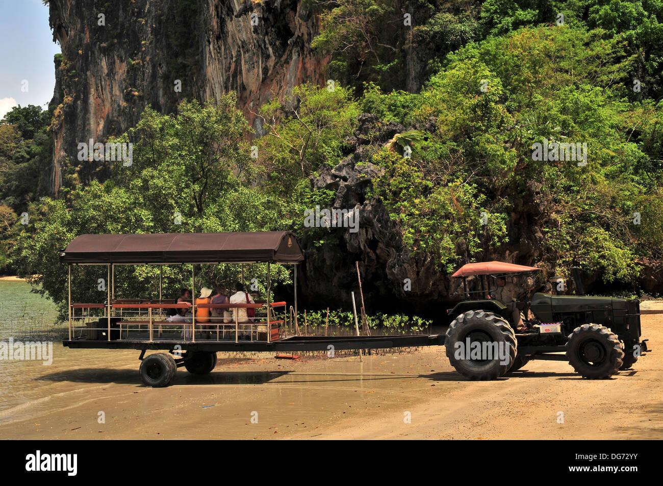 Las islas y playas de Tailandia - Pick-up el tractor a Railay Beach (Krabi) Imagen De Stock
