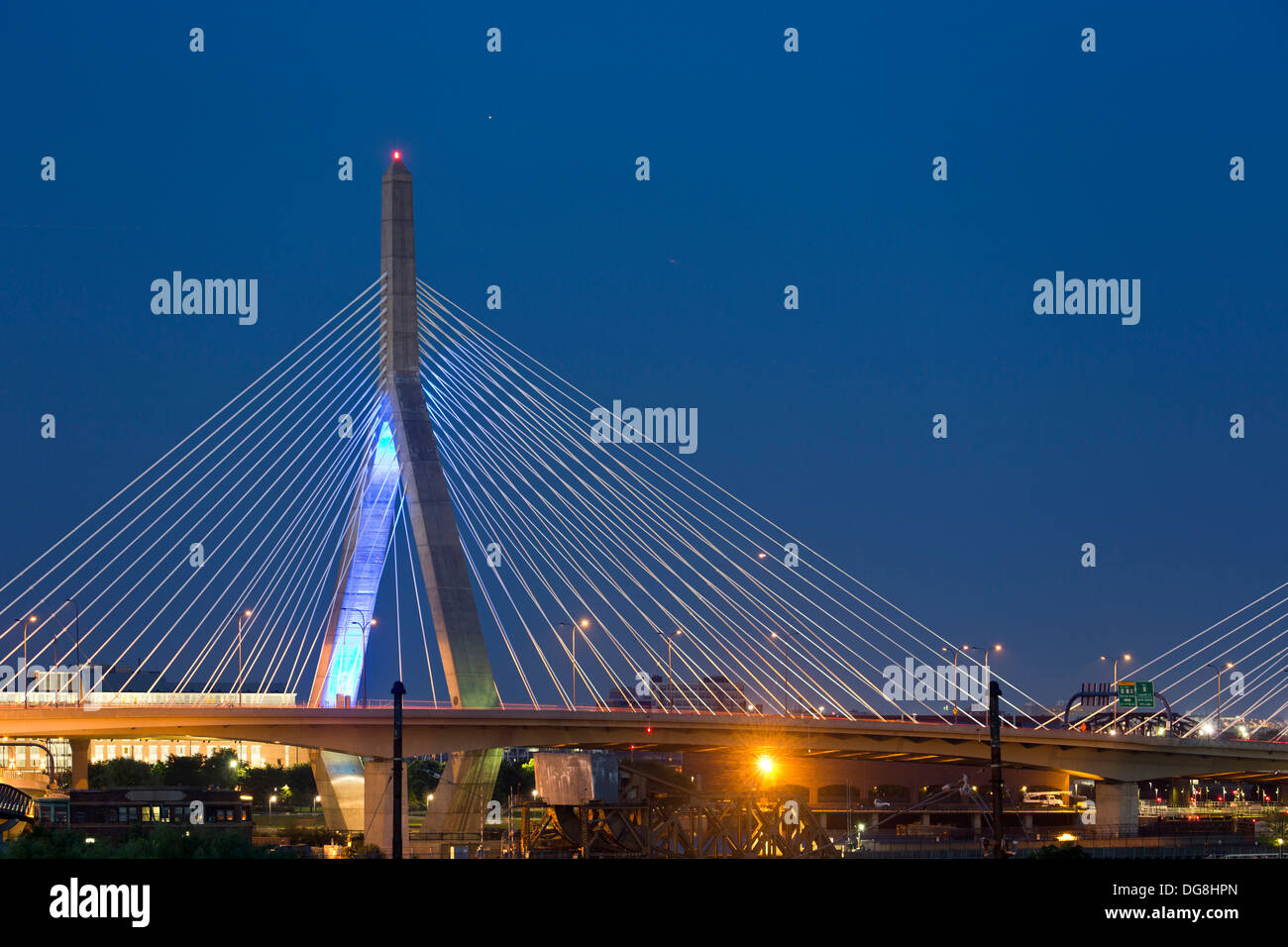 Leonard P. Zakim Bunker Hill/Zakim Memorial Bridge (Puente), Boston, Massachusetts, EE.UU. Foto de stock