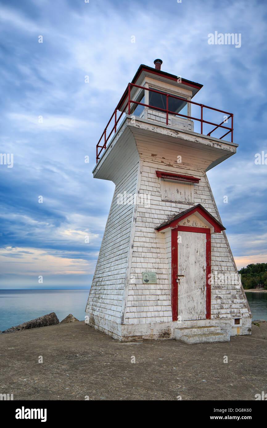 Faro de cabeza de león en la Georgian Bay, Península de Bruce, en Ontario, Canadá Foto de stock