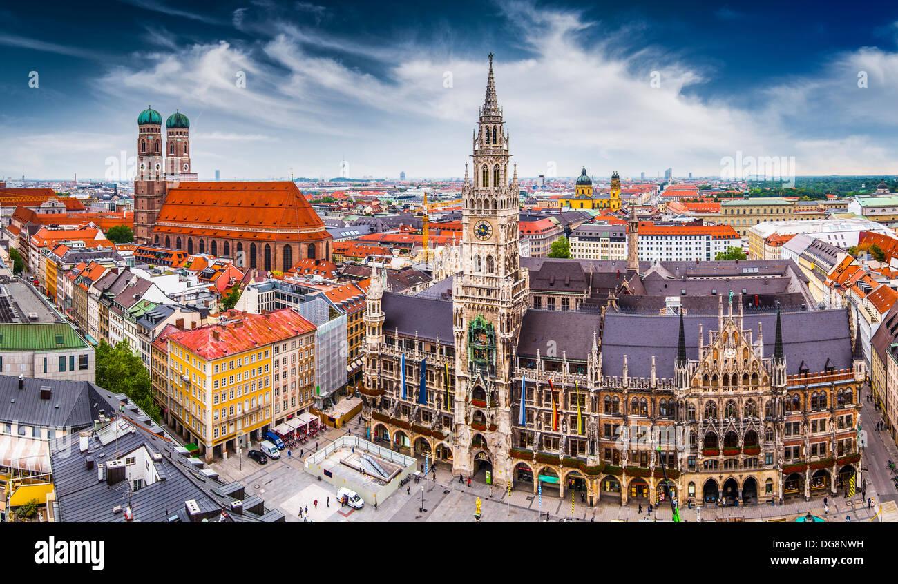 Munich, Alemania skyline en City Hall. Imagen De Stock