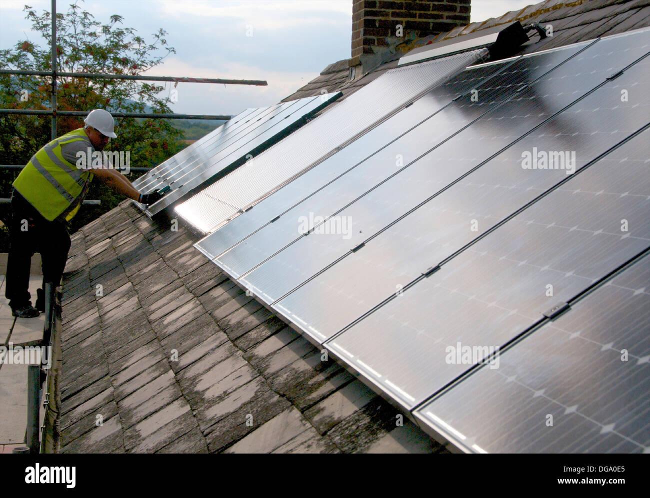 Los paneles solares fotovoltaicos electrcity generar Imagen De Stock