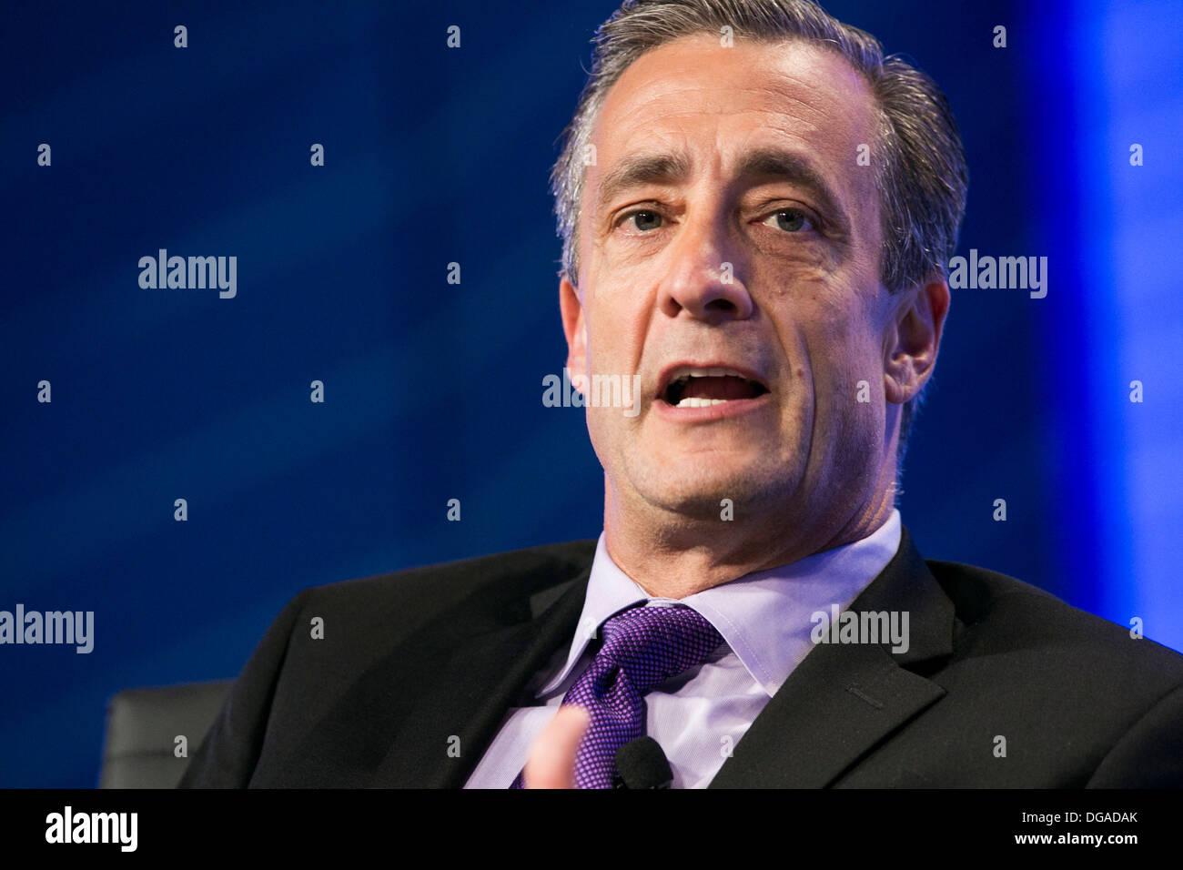 David P. Steiner, Chief Executive Officer de la gestión de residuos, Inc. Imagen De Stock