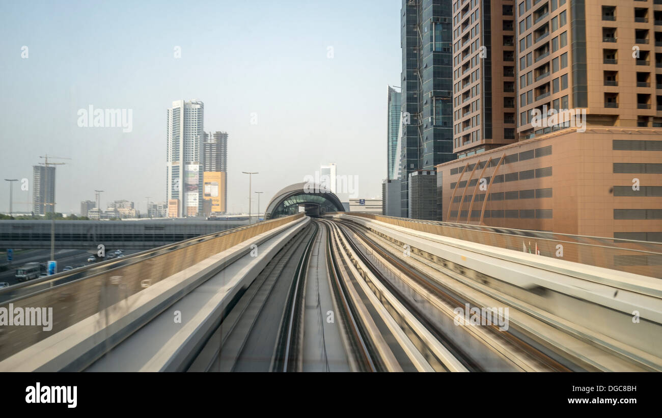 Vía metro hacia el centro de Dubai, Emiratos Árabes Unidos Imagen De Stock