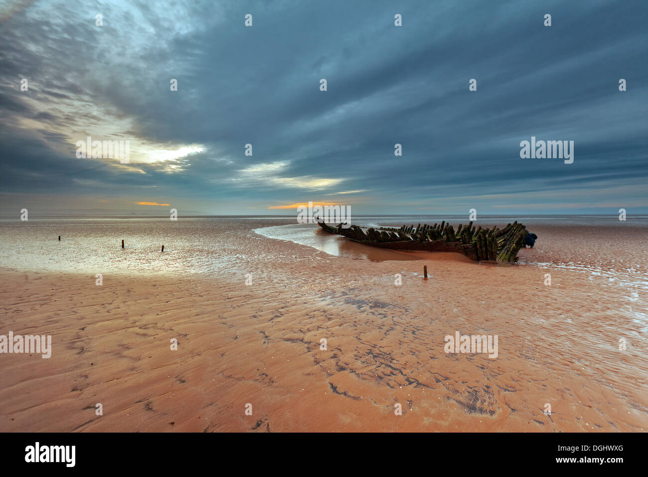 Vistas de un naufragio en berrow playa. Imagen De Stock