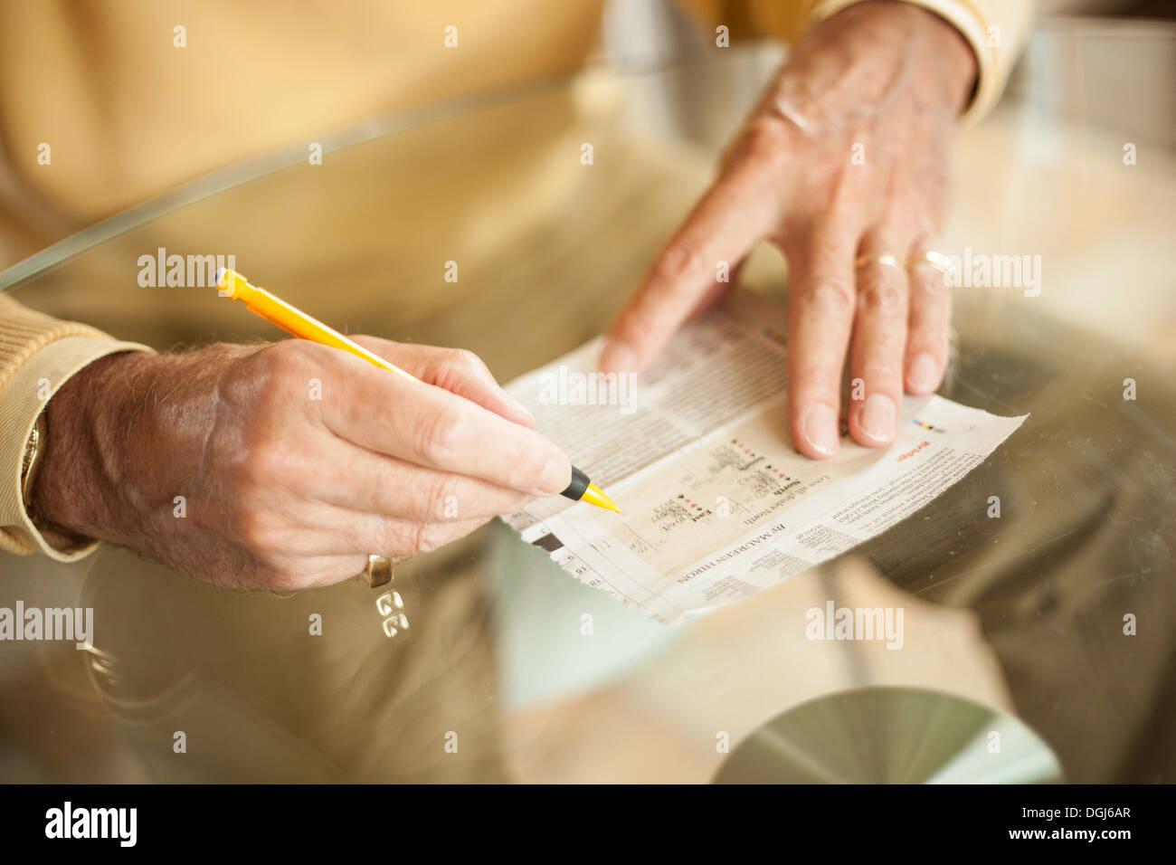 Cerca de edades de escritura a mano Imagen De Stock