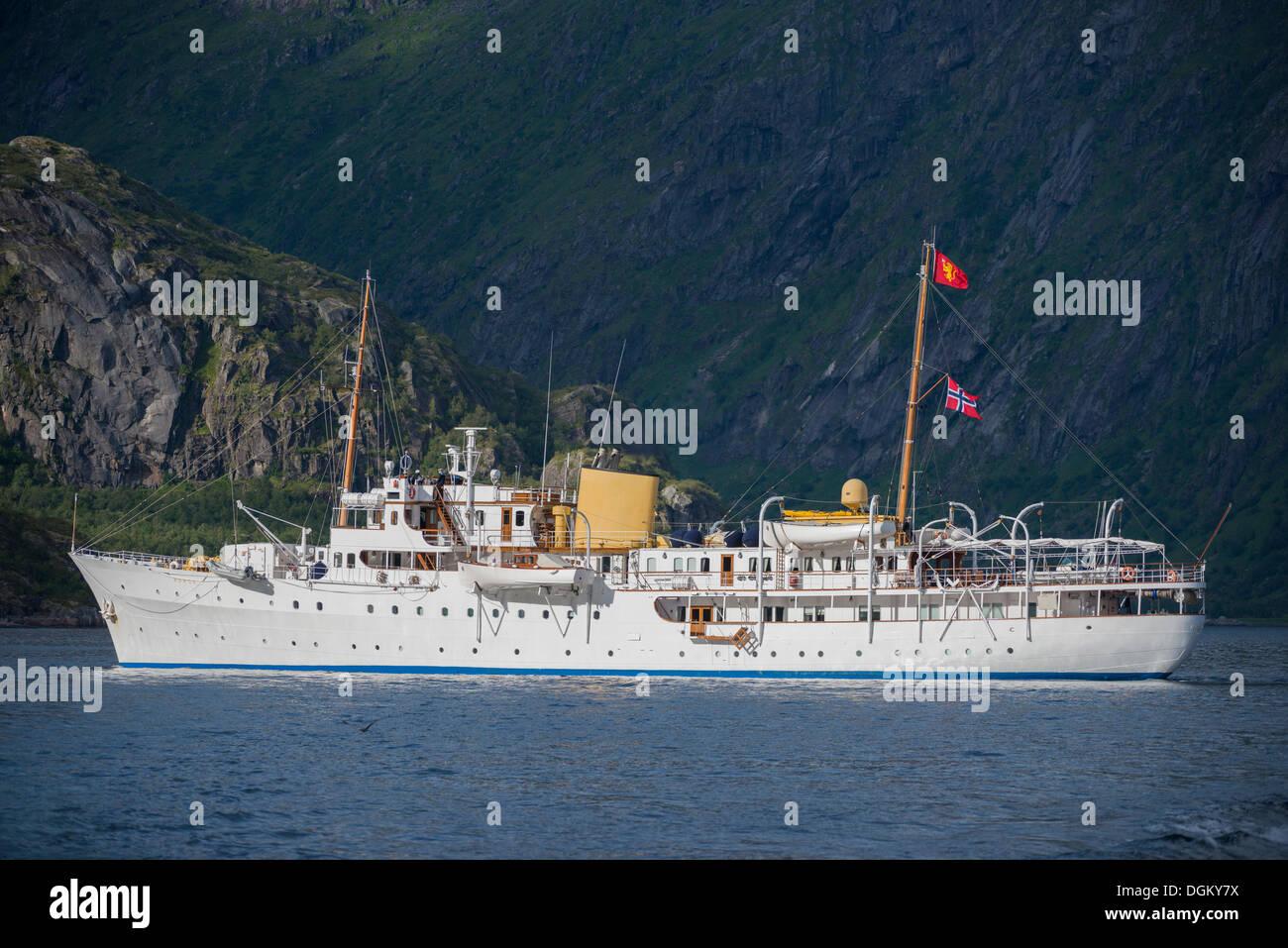 """Royal Yacht """"Norge"""" en Vestfjord, Inselgruppe Vestfjord, Lofoten, Nordland, Noruega Norte de Noruega. Imagen De Stock"""
