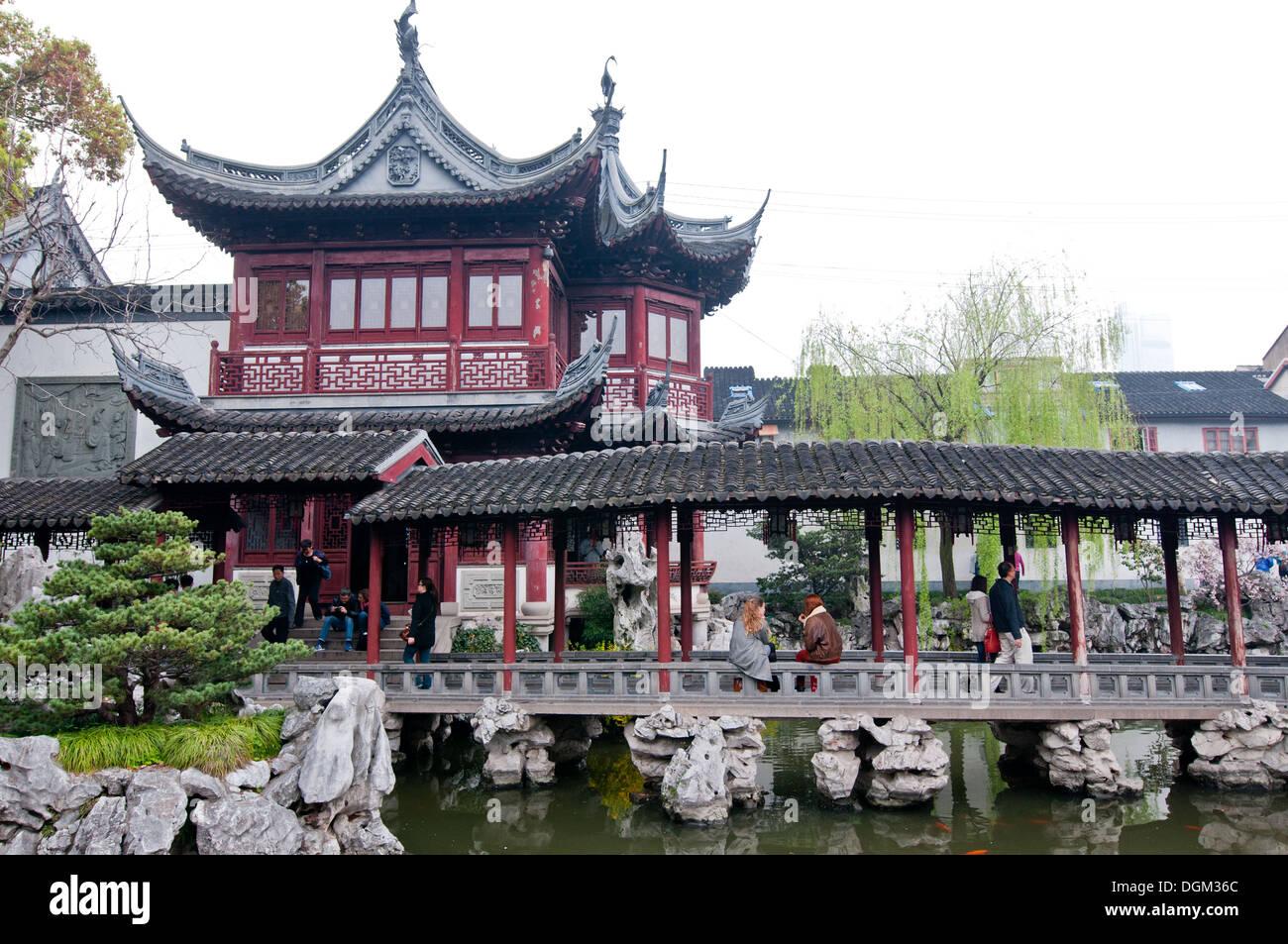 Hall de Jade magnificencia en el Jardín Yuyuan (Jardín de la ...