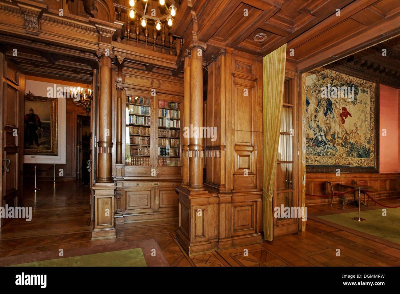 Biblioteca con paneles de madera, Villa Huegel, antiguo hogar de la familia Krupp, Essen-Baldeney, Renania del Norte-Westfalia Imagen De Stock