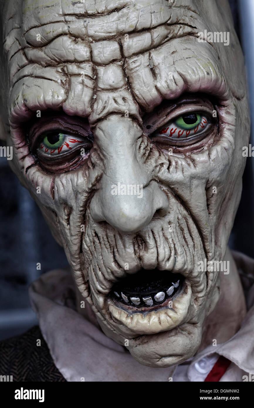 Desesperado cara, ojos inyectados de sangre, abre la boca, casa embrujada figura Imagen De Stock