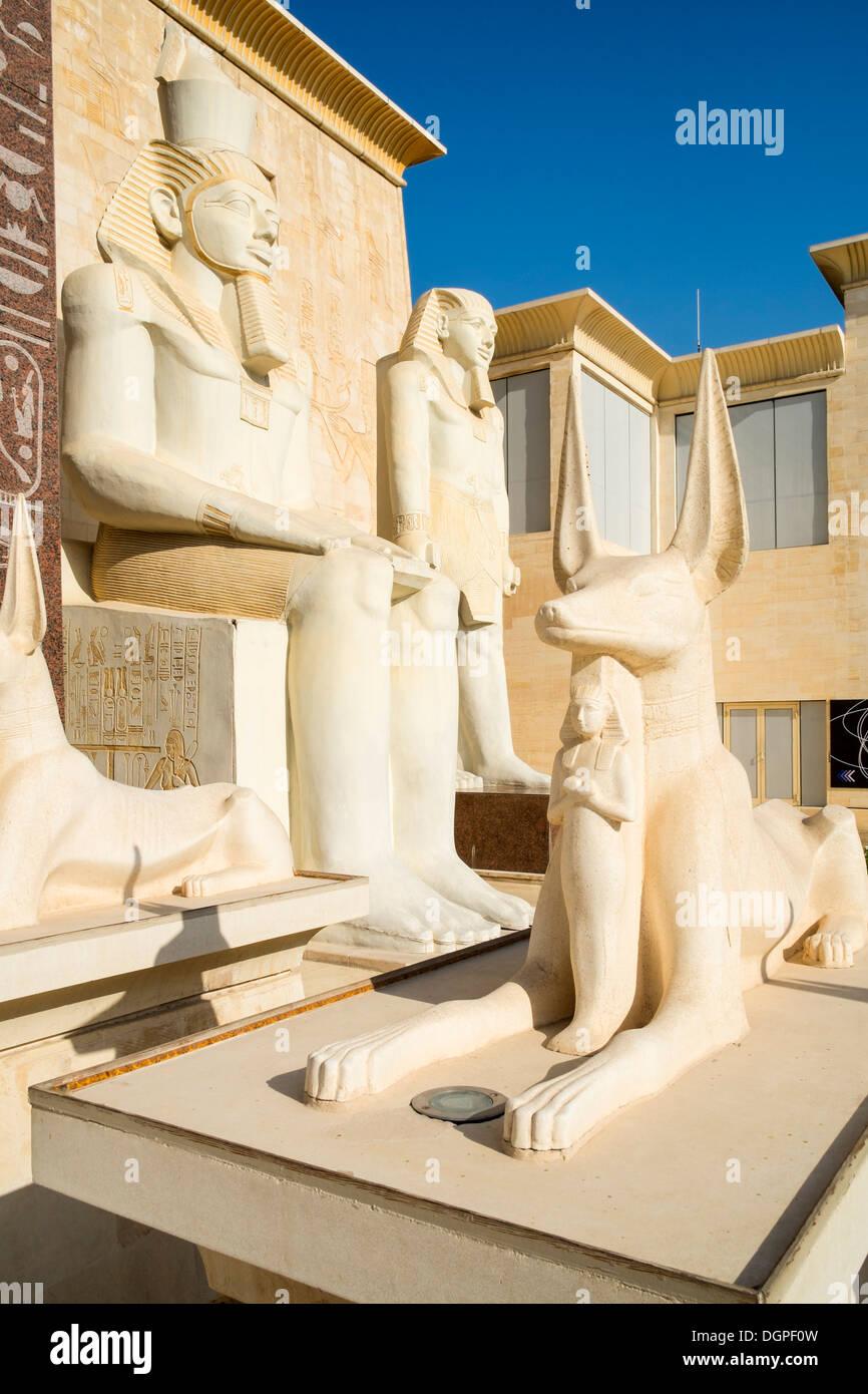 Arquitectura de temática egipcia en Wafi Mall en Dubai, Emiratos Árabes Unidos Imagen De Stock