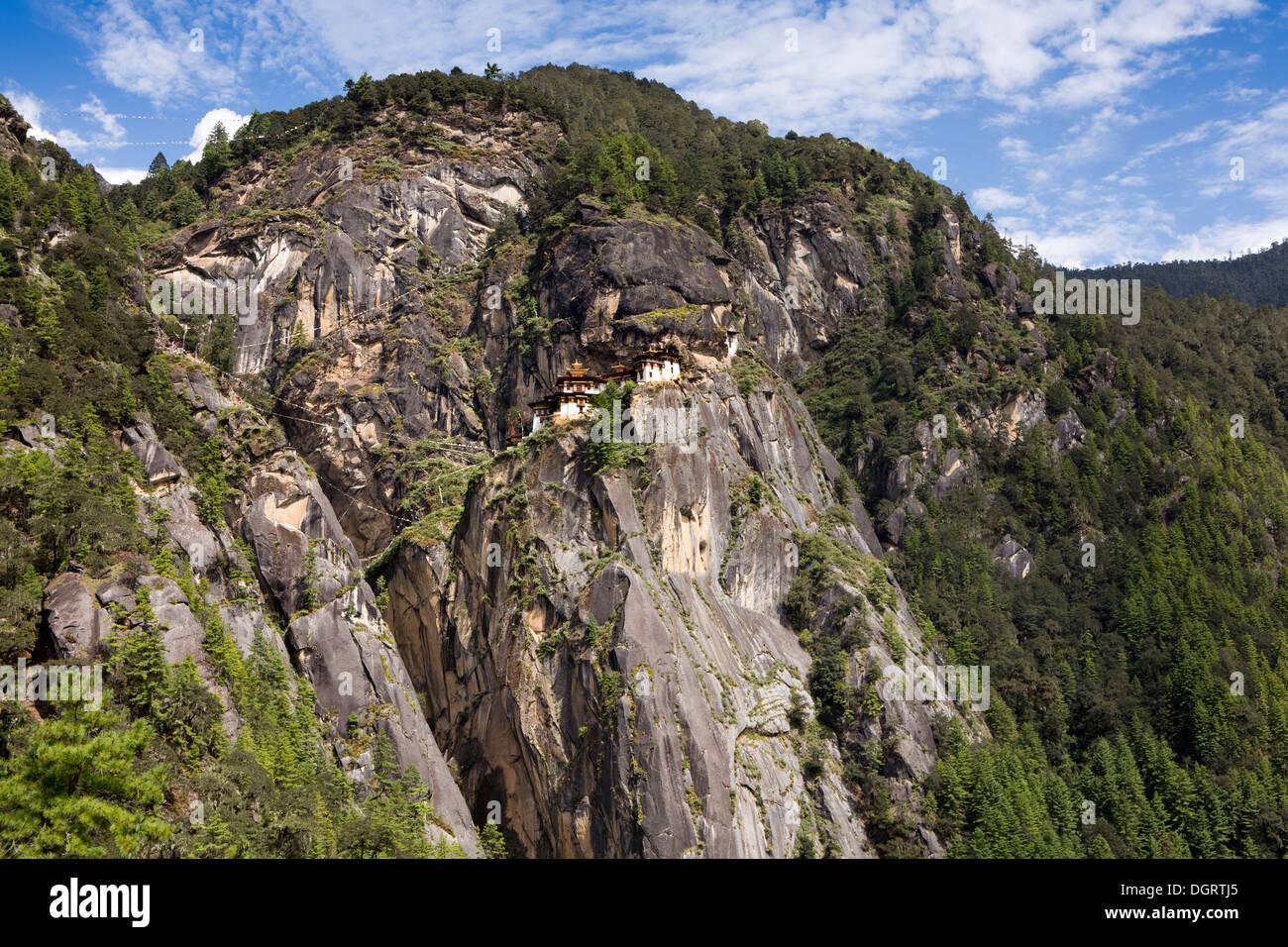 Bhután, Paro valle, Taktsang Lhakang (Tiger's Nest) monasterio aferrado al acantilado Foto de stock