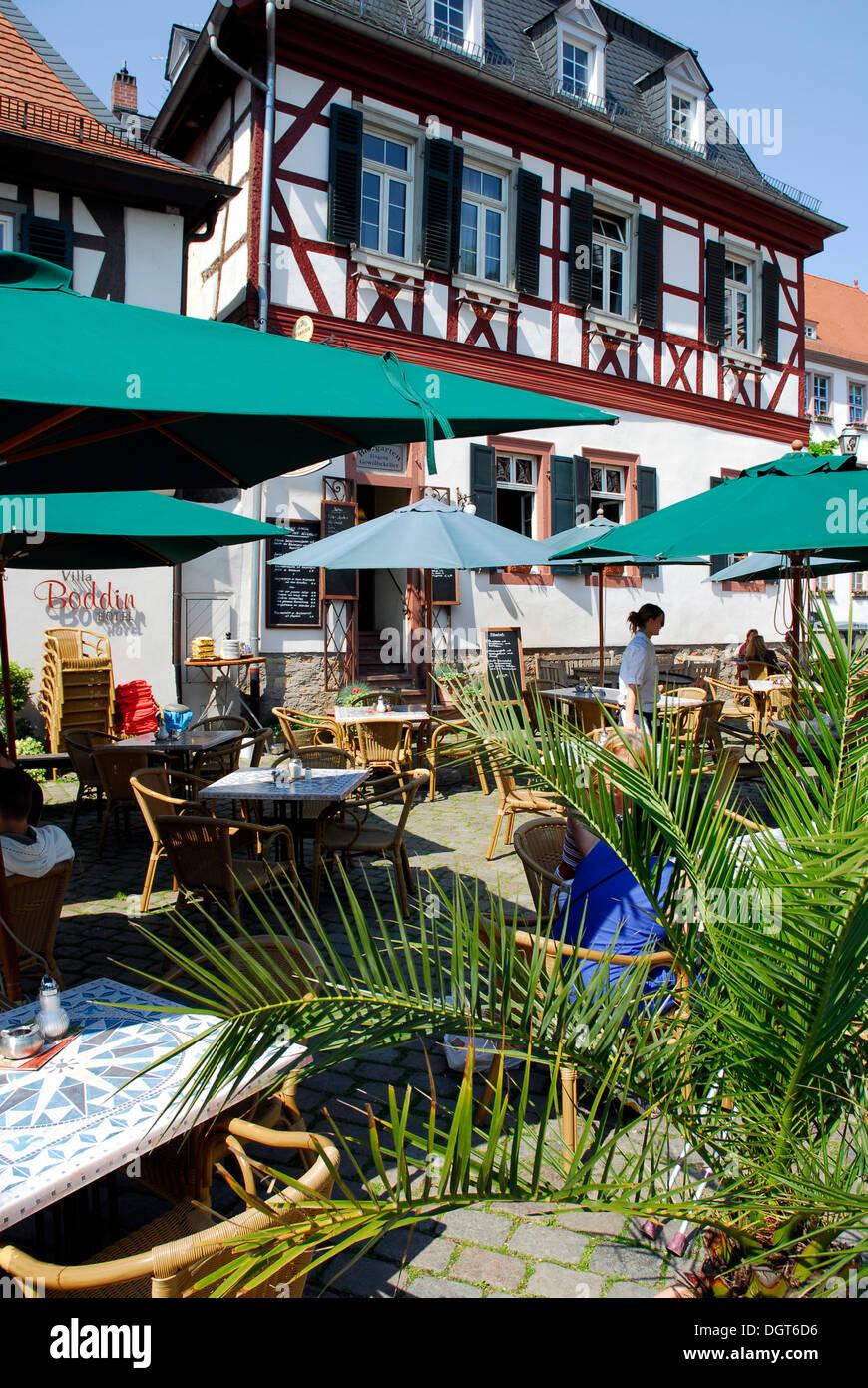 Bar Cafetería Terraza Casas Con Entramados De Madera En La