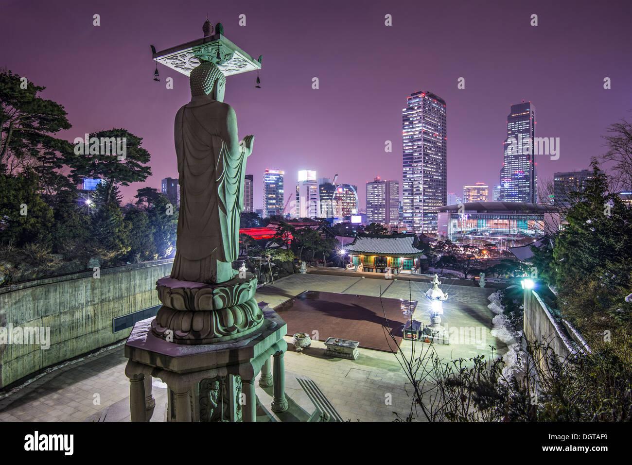 Seúl, Corea del Sur en el Templo Bongeunsa. Imagen De Stock