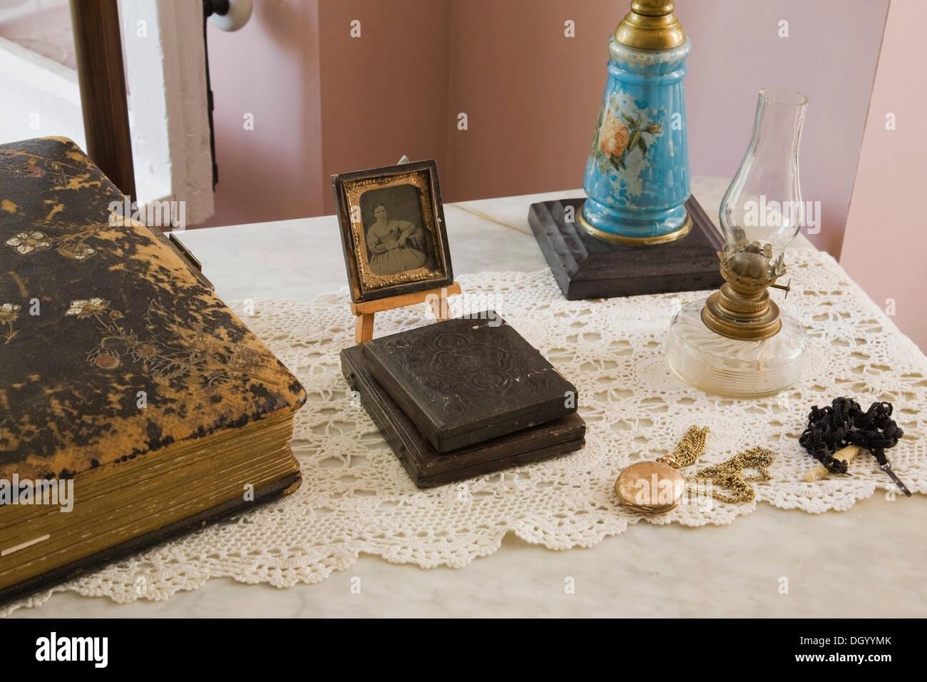Coleccionables de antigüedades, Quebec, Canadá - Esta imagen es propiedad publicado en libro, calendario, revista, Foto de stock
