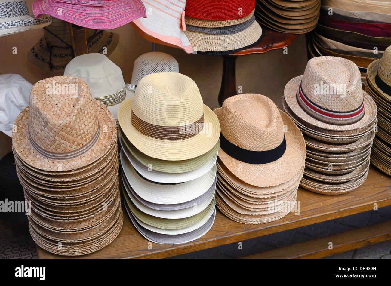 Visualización de los sombreros de paja para la venta Castellane Francia  Imagen De Stock 18278e95974