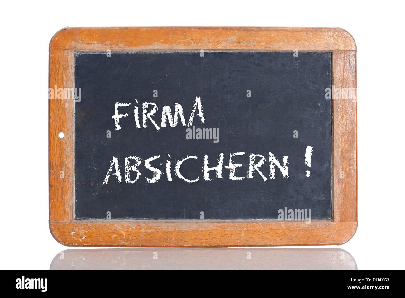 """La vieja escuela pizarra con las palabras """"FIRMA ABSICHERN!, Alemán para proporcionar seguridad para su empresa! Imagen De Stock"""