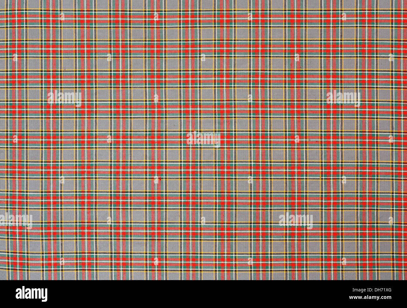 Tartán escocés un chequeo de antecedentes tejer patrón cuadriculado con rojo, verde y amarillo. Imagen De Stock