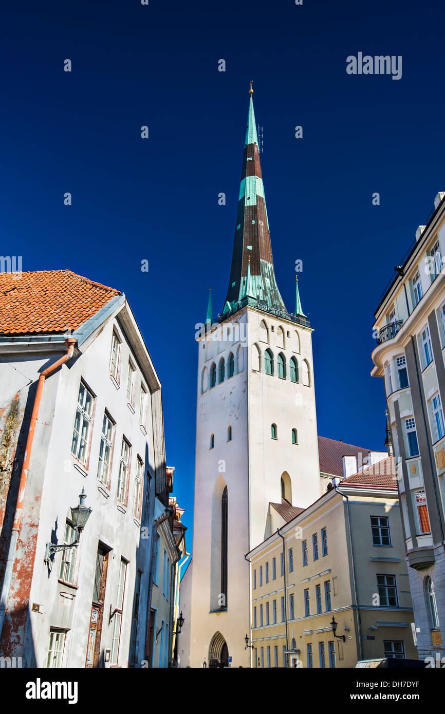 Torre de la catedral de san Olaf en Tallinn, Estonia. Imagen De Stock