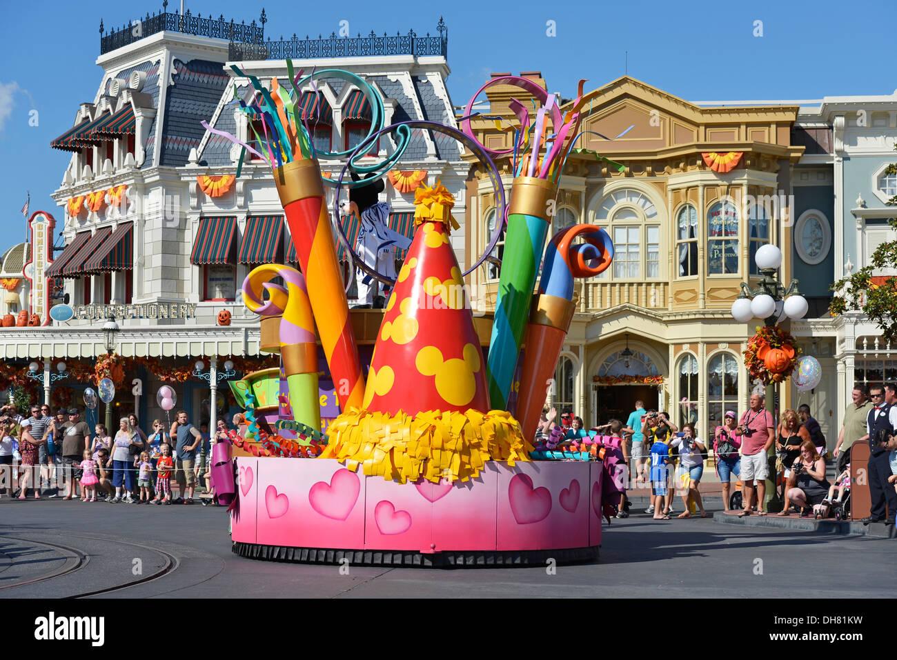 Flotador en un desfile en la calle principal de Magic Kingdom, Disney World Resort, Orlando, Florida Imagen De Stock