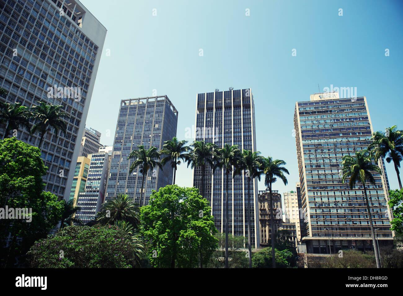São Paulo, Brasil, el centro de la ciudad de skyline park Praça Ramos de Azevedo Imagen De Stock