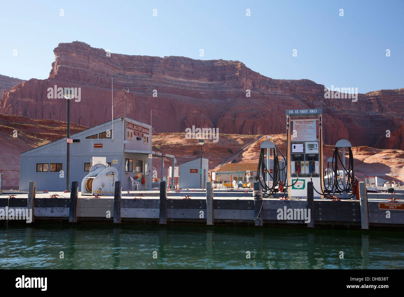 Marina cuerda colgando, el Lago Powell, Glen Canyon National Recreation Area, Page, Arizona. Imagen De Stock
