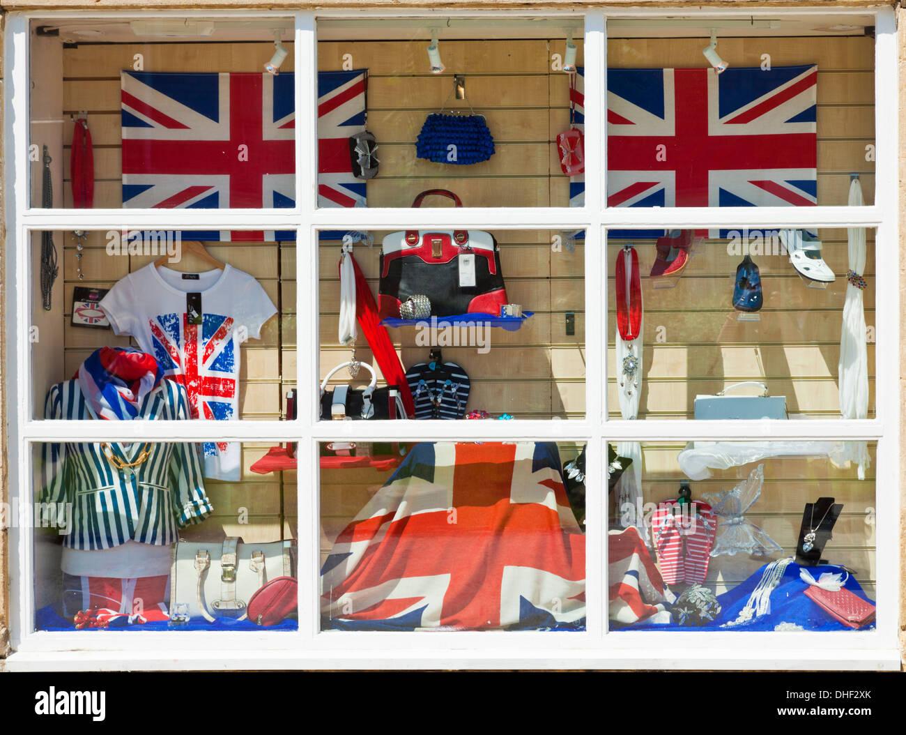 Inglés británico union jack souvenirs en escaparate Foto de stock