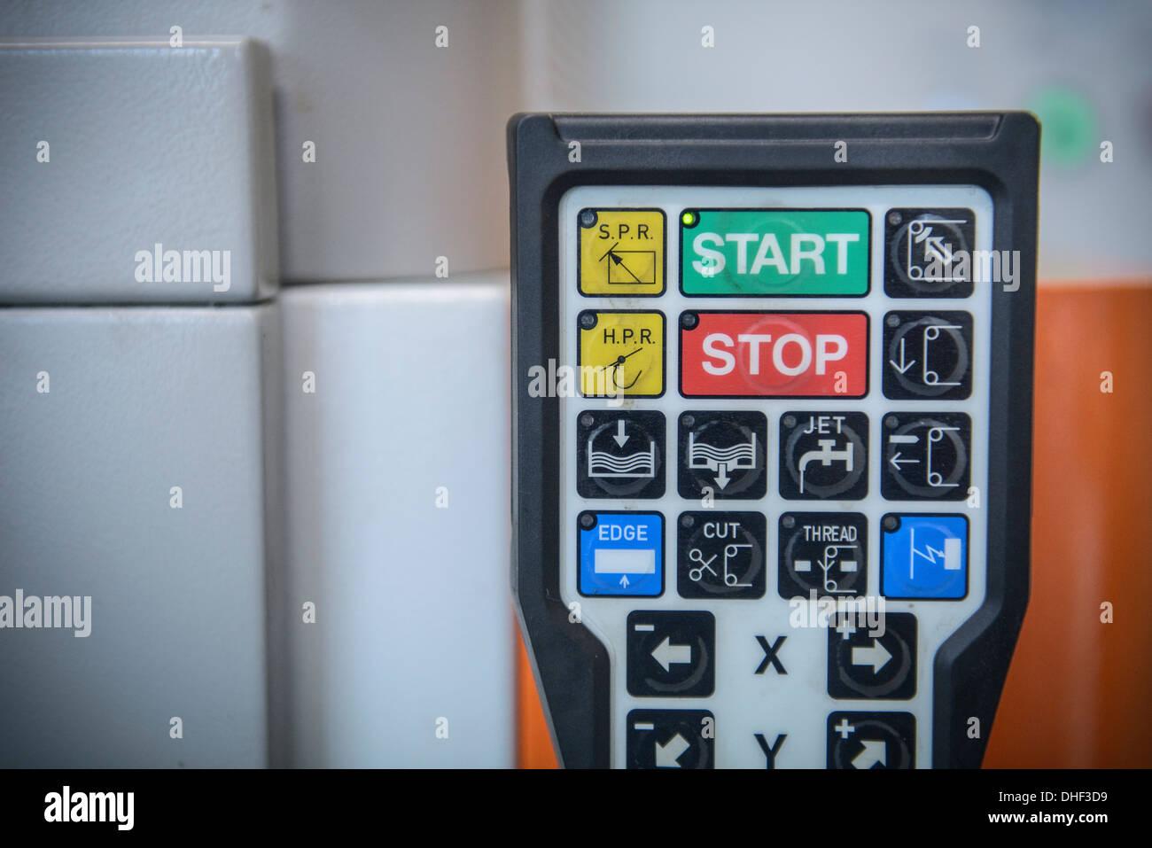 Teclado de control de maquinaria en fábrica, cerrar Imagen De Stock