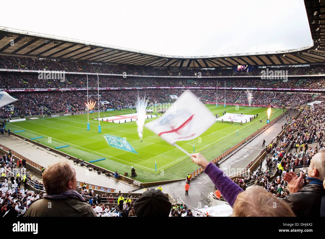 Twickenham Stadium interior - Aficionados en un partido de rugby internacional entre Inglaterra y Argentina, Londres, Reino Unido Imagen De Stock