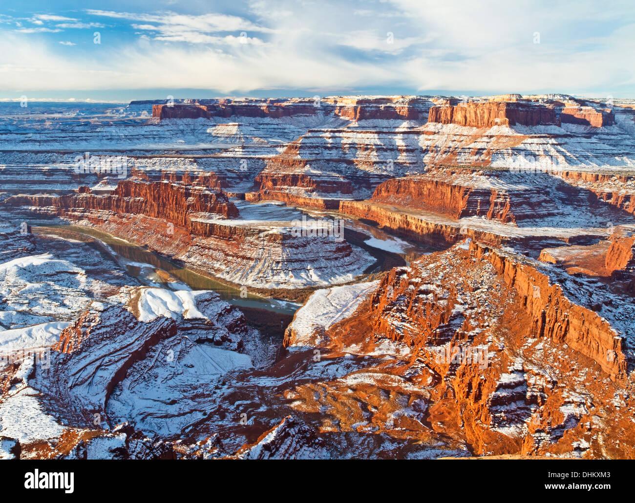 Vista invernal de cuello de cisne de una curva en el río Colorado de Dead Horse Point vistas en Utah. Foto de stock