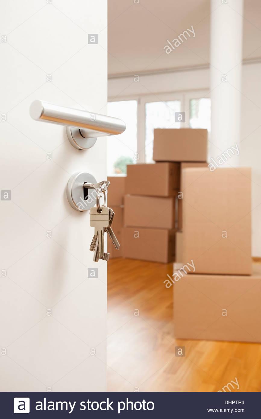 Habitación Vacía, cajas de cartón, las llaves de la puerta en ...