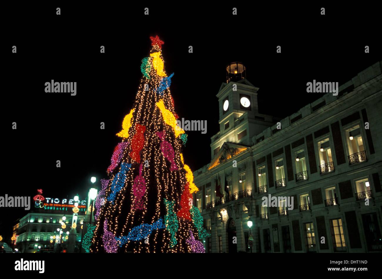 Las luces de Navidad en la Puerta del Sol de Madrid. Imagen De Stock