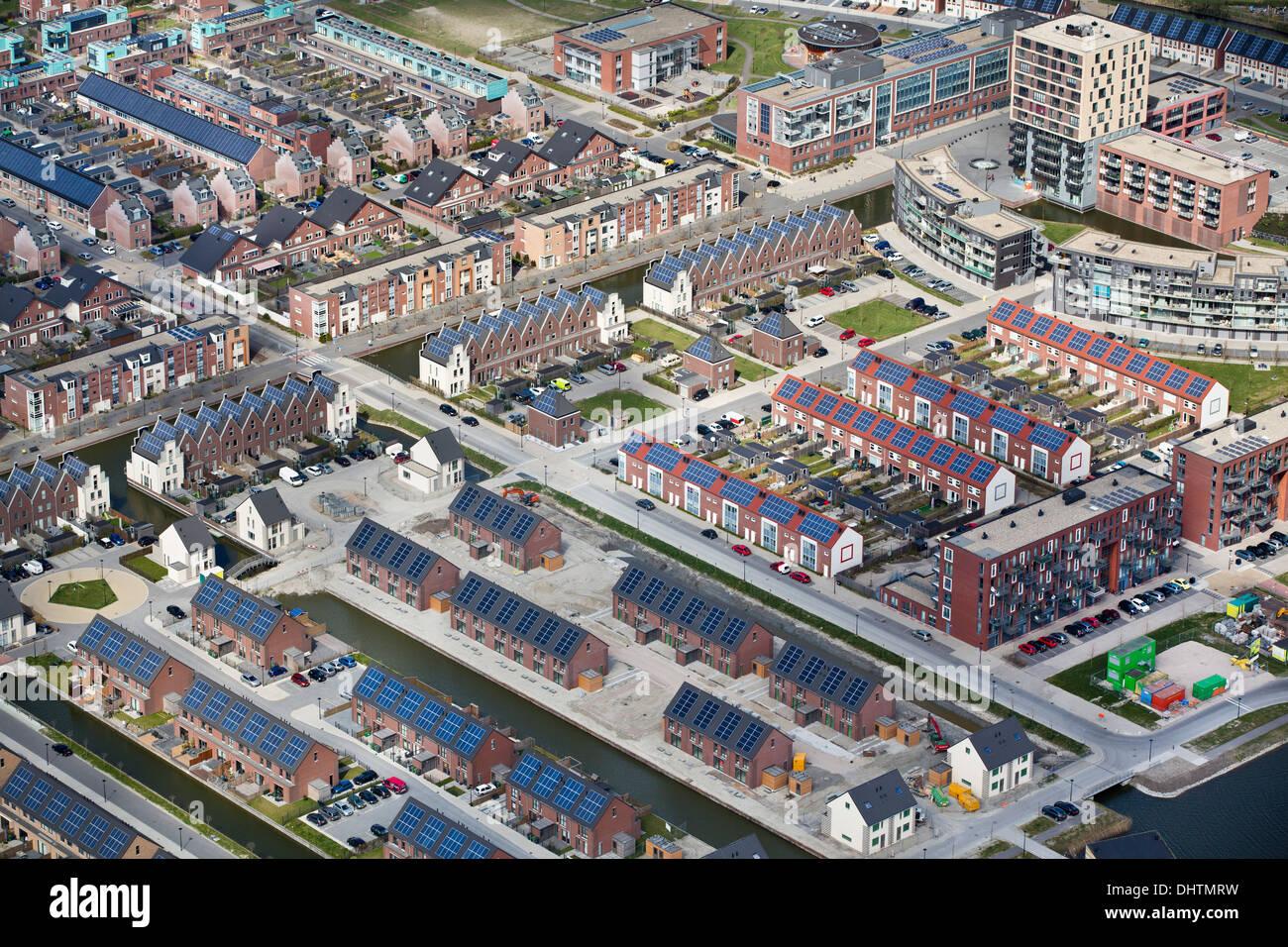 Países Bajos, Heerhugowaard, distrito llamado Ciudad del Sol, holandés: Stad van de Zon. Todas las casas con paneles solares. Antena Imagen De Stock