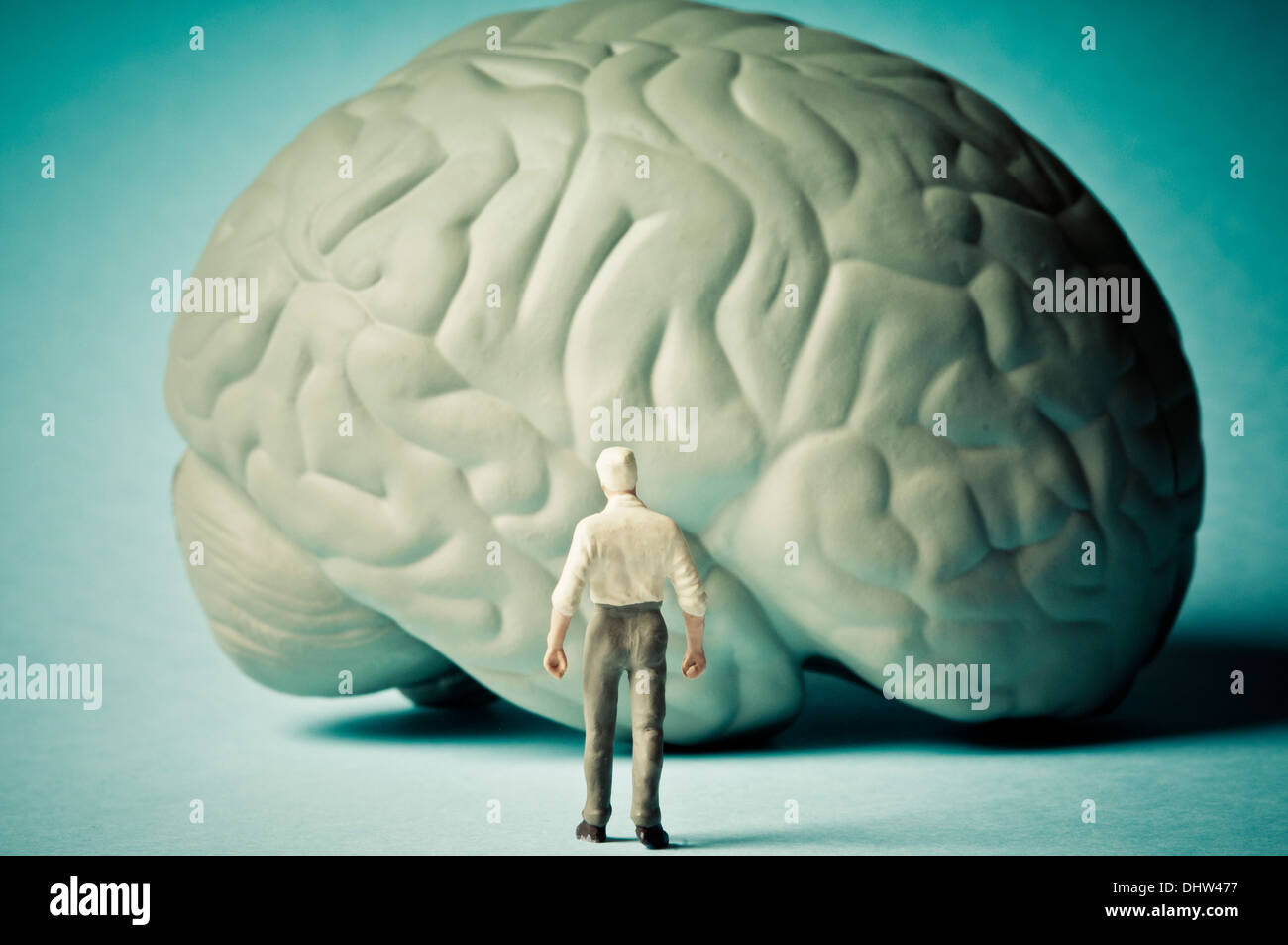 La enfermedad de Alzheimer y la mente el concepto de envejecimiento Imagen De Stock