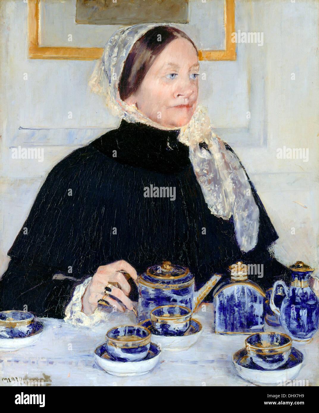Dama en la mesa de té - Mary Cassatt 1885 Imagen De Stock