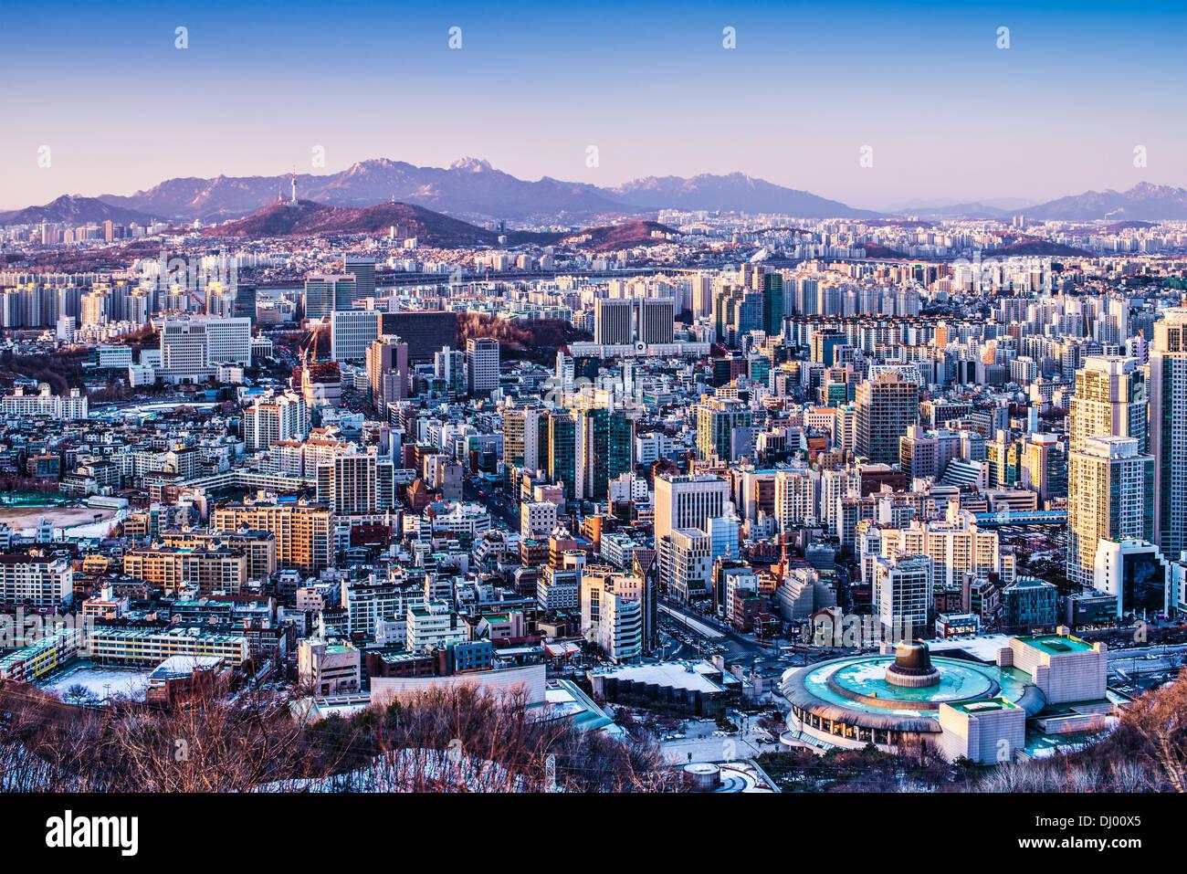 Seúl, Corea del Sur, el horizonte de la tarde. Imagen De Stock