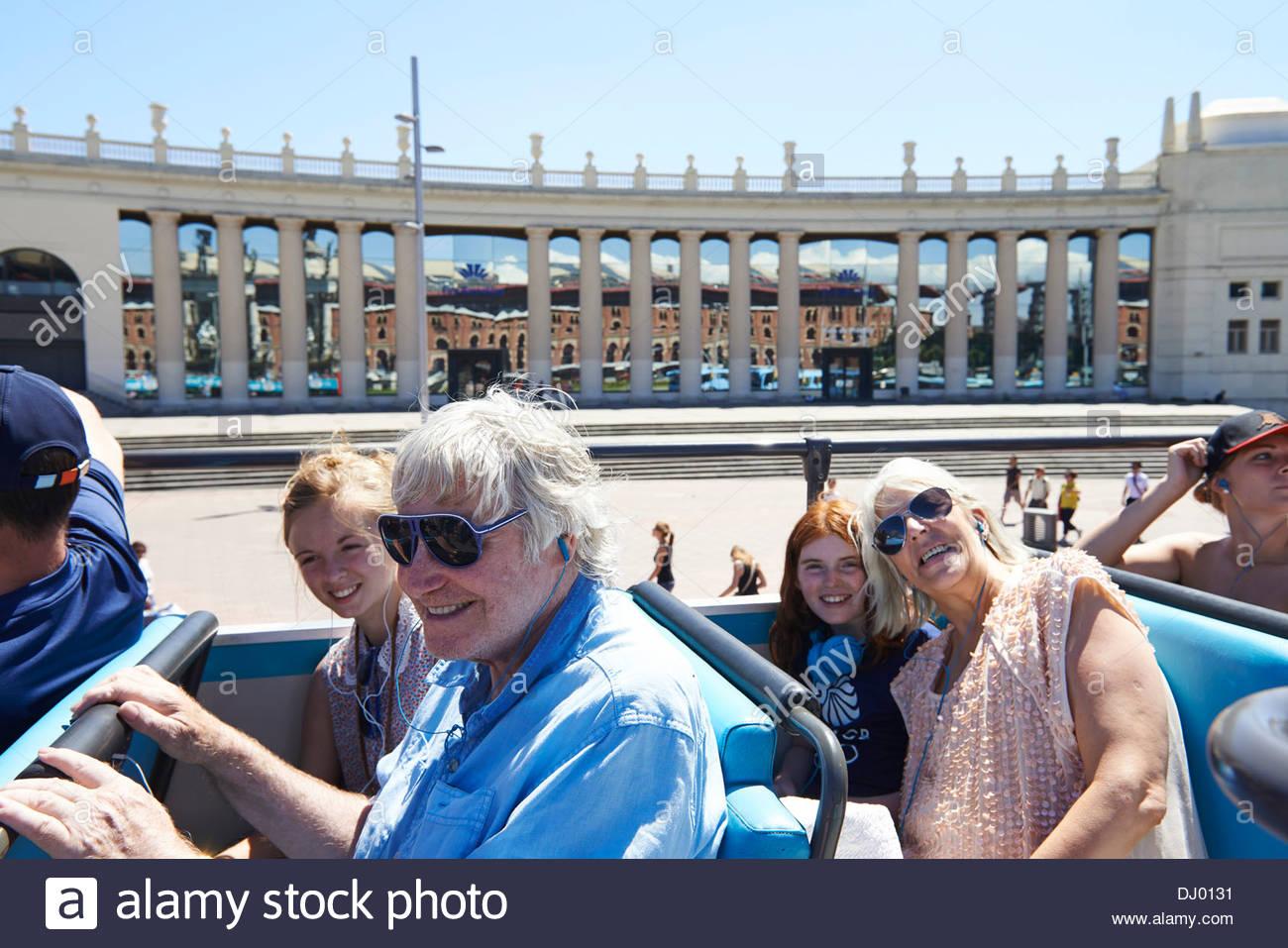 Cubierta superior de un viaje turístico en autobús en Barcelona, en Cataluña, en España, en Imagen De Stock