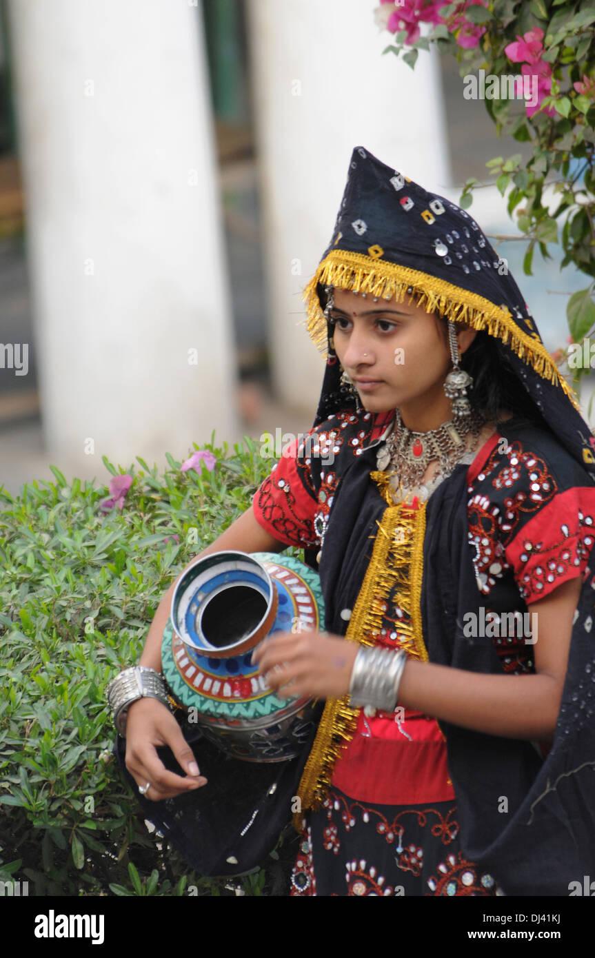 Joven en traje tradicional, India Imagen De Stock