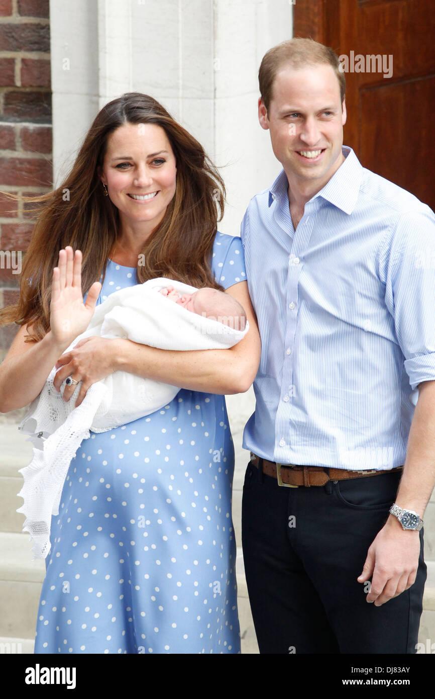Catherine, Duquesa de Cambridge, con el príncipe Guillermo, Duque de Cambridge, y su bebé recién nacido niño Prince George Imagen De Stock