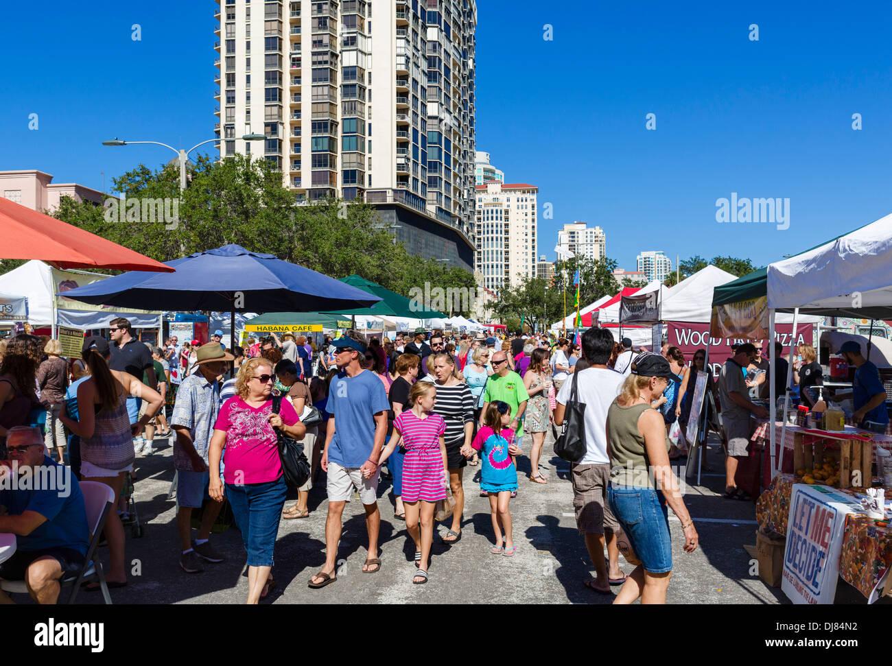 El sábado por la mañana, en el mercado de St Petersburg, Florida, EE.UU. Imagen De Stock