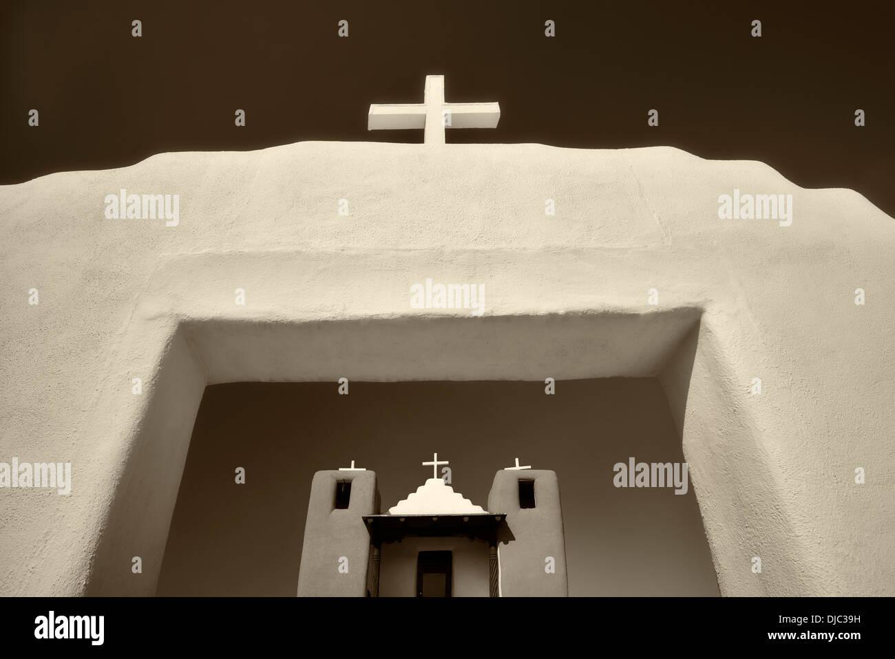 San Geronimo Iglesia en el pueblo de Taos. Taos, Nuevo México. Foto de stock