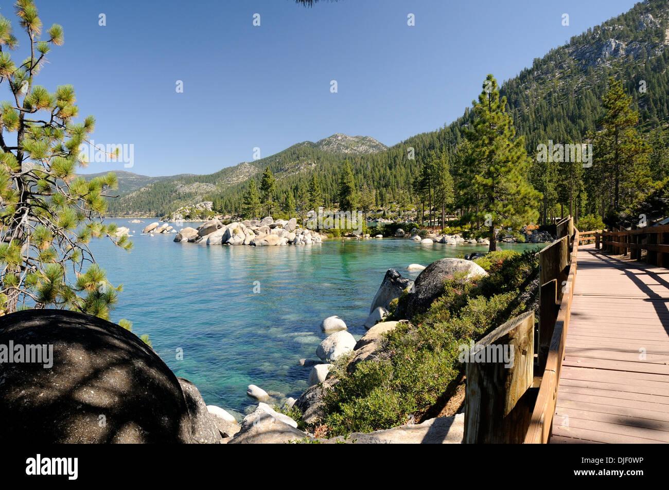 Ruta y paseo en Sand Harbor Beach State Park en Lake Tahoe Foto de stock