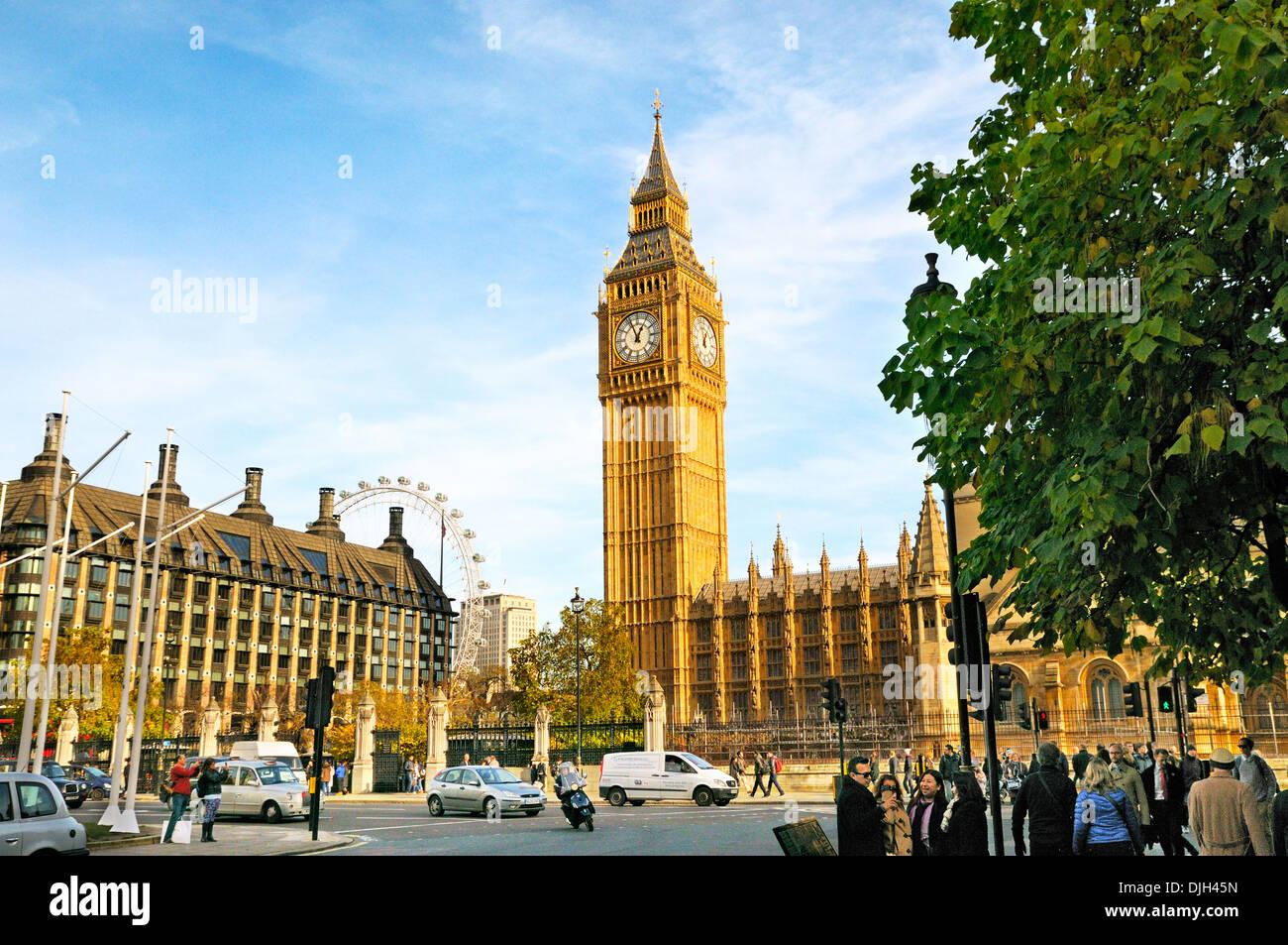 El Big Ben y las Casas del Parlamento, Plaza, Westminster, Londres, Inglaterra, Reino Unido. Foto de stock