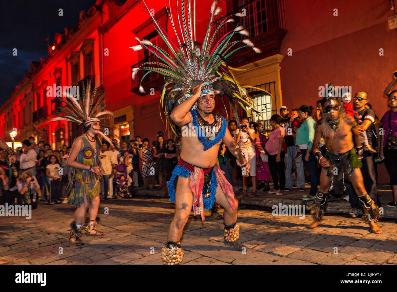Las murgas de indios mayas celebrando el Día de los muertos el 1 de noviembre de 2013 en Oaxaca, México. Foto de stock