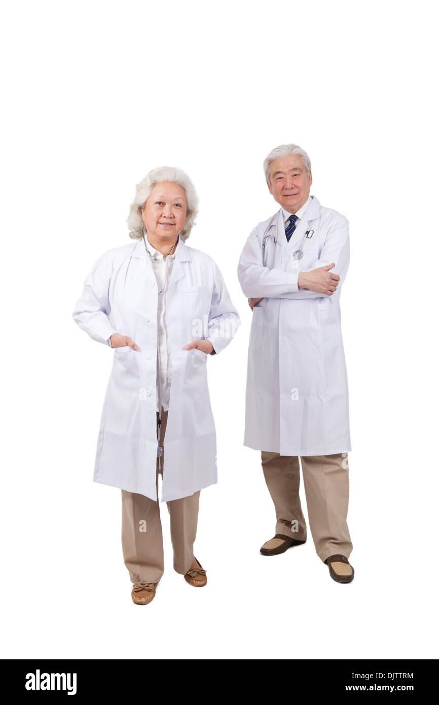 Retrato de dos médicos superiores Imagen De Stock